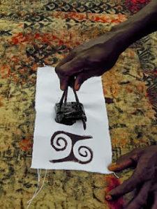 В древности сделать печать можно было вооружившись куском древесины